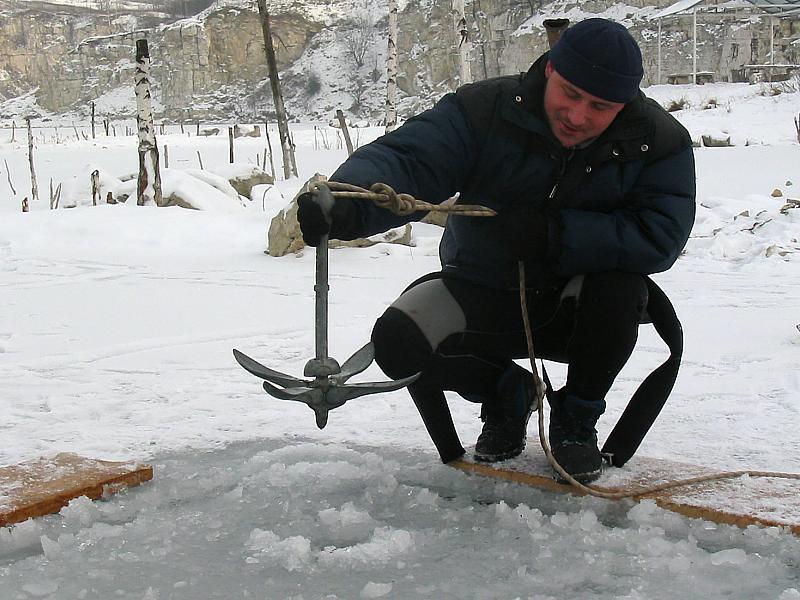 nurkowanie pod lodem - kotwica