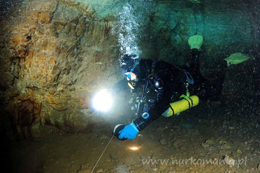 nurkowanie jaskiniowe poręczowanie