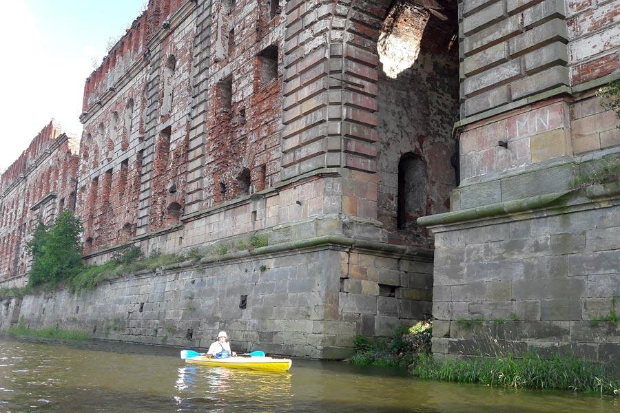 spływ kajakowy Narew ruiny spichlerza