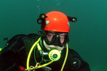 kask do nurkowania latarki
